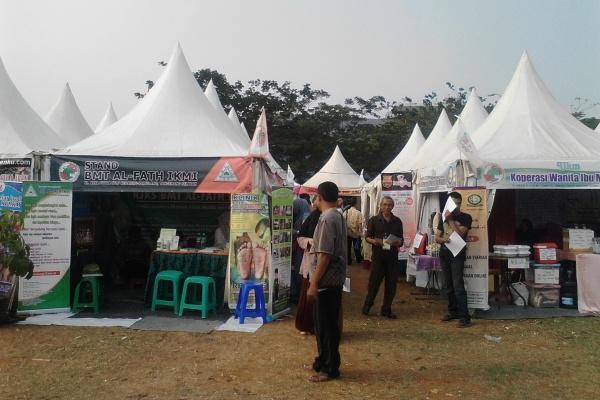 Bazar pelaku UMKM dan Koperasi di Lapangan Sunburst BSD, Serpong. (one)