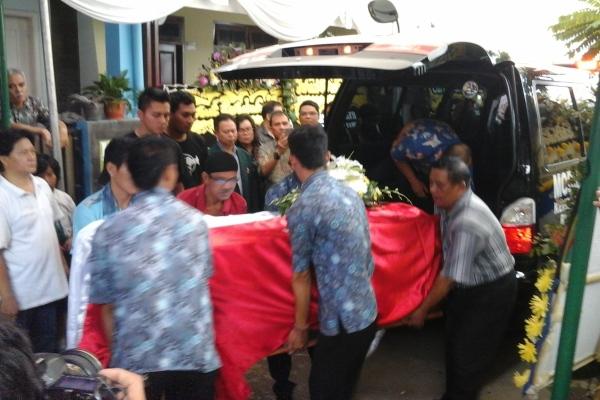 Jasad dr Andra tiba di rumah duka, Komplek Pamulang MA. (man)