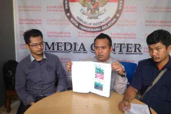 Tim Airin-Benyamin saat laporan di Pawaskada Tangsel. (ryn)