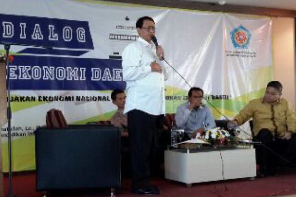 Wahidin Halim saat menjadi pembicara dalam Dialog Ekonomi Daerah di UNSERA. (ist)