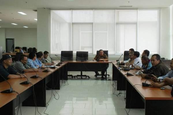 Warga Cendana Residence saat audiensi dengan DPRD Kota Tangsel. (one)