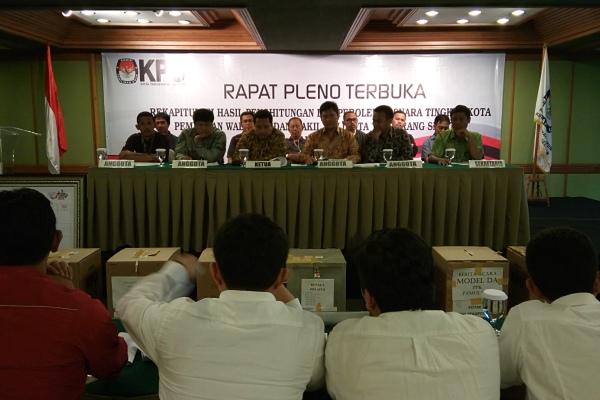Suasa Pleno Rekap Suara KPU Kota Tangsel. (jok)
