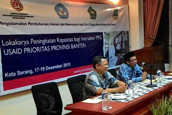 Rektor UNTIRA, Prof. Sholeh Hidayat didampingi Koordinator Provinsi Banten USAID PRIORITAS, Rifki Rosyad dalam pembukaan lokakarya. (ist)