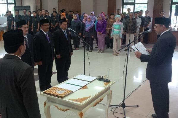 Bupati Tangerang, Zaki melantik direksi PD Pasar NKR. (don)
