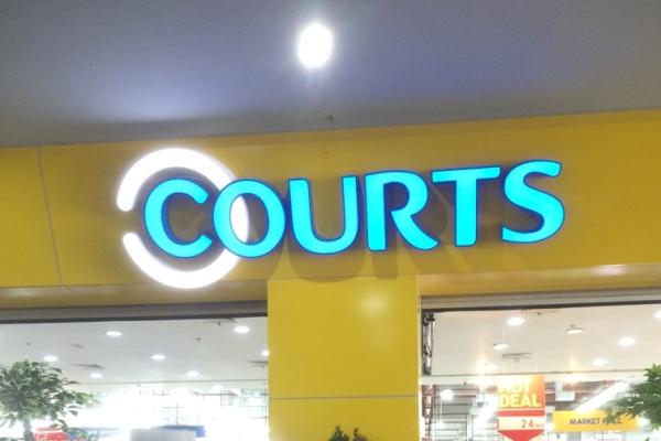 Courts Megastore BSD. (man)