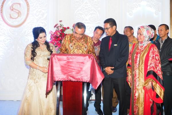 Bupati Tangerang Zaki Iskandar saat grand opening Sapphire Sky Hotel. (man)