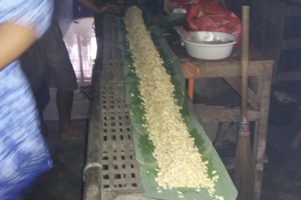 Proses produksi tempe di Kedaung, Pamulang. (ist)