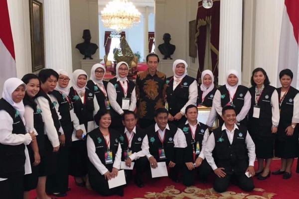 Para kepala sekolah penerima penghargaan Sekolah Berintegritas saat bertemu dengan Presiden Joko Widodo. (ist)