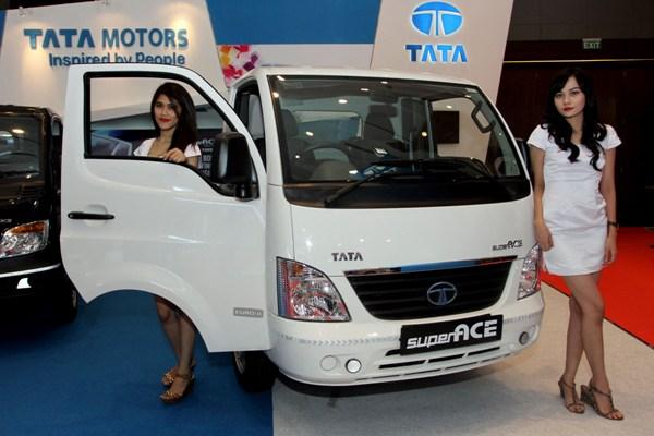 Tata Motors dalam pameran otomotif Medan. (ist)