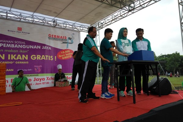 Walikota Tangsel, Airin Rachmi Diany membuka kegiatan Germais di Bintaro. (man)