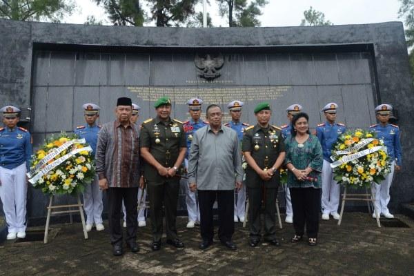 Foto bersama usai peringatan Pertempuran Lengkong ke-70 di Serpong. (man)