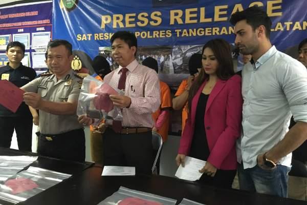 Artis Tata Janeeta hadir di gelar perkara Polres Tangsel terkait pengungkapan kasus pencurian kendaraan miliknya. (man)