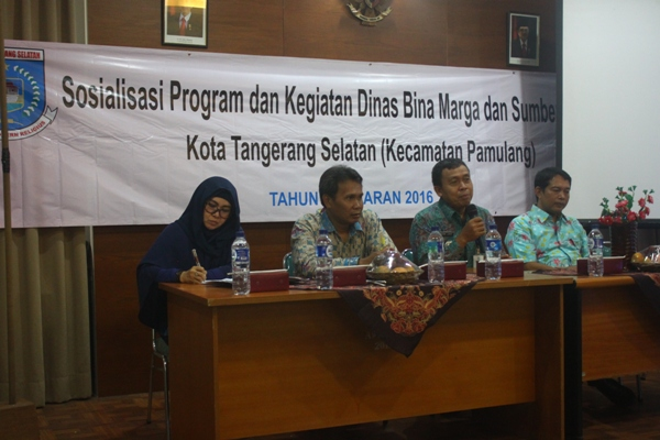 Kepala UPT Wilayah I, Perwakilan DBMSDA Tangsel dan Camat Pamulang saat sosialisasi Program dan Kegiatan di Kecamatan Pamulang. (kie)