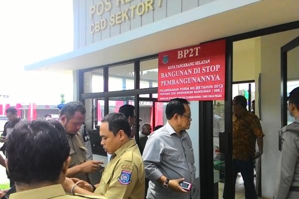Disegel, kawasan pusat penjualan mobil milik PT JRP. (feb)