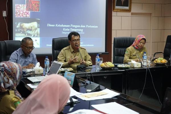 Sekda Kota Tangerang memimpin rapat ketahanan pangan. (ist)