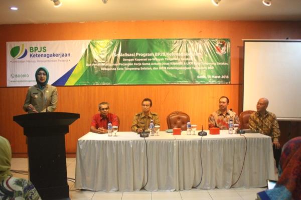 Walikota Tangsel, Airin Rachmi Diany saat membuka kegiatan Dinas Koperasi dan UKM. (ist)