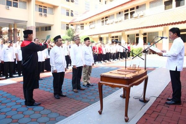 Wakil Walikota Tangerang saat melantik pengawas PDAM TB dan pejabat fungsional. (eni)