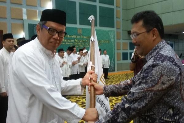 Benyamin Davnie saat dilantik menjadi Ketua ICMI Orda Kota Tangsel. (man)