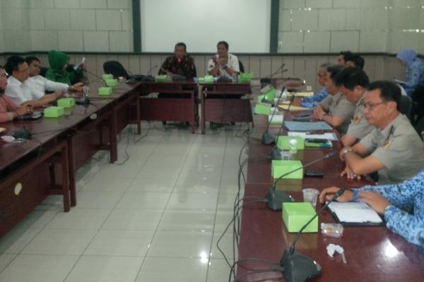 Hearing DPRD, Pemkot, BPN soal sengketa lahan SDN Sukasari 4 dan 5. (feb)