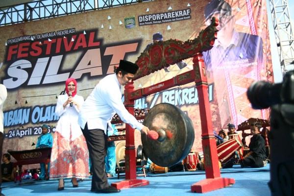 Walikota Tangerang membuka Festival Pencak Silat yang digelar Disporparekraf Kota Tangerang. (ist)