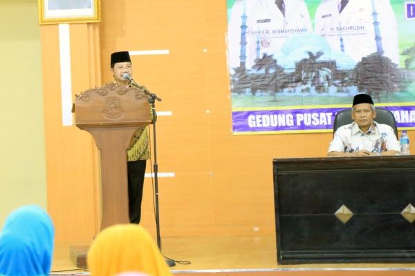 Wakil Walikota Tangerang, Sachrudin menutup kegiatan pembinaan ustadzah. (ist)