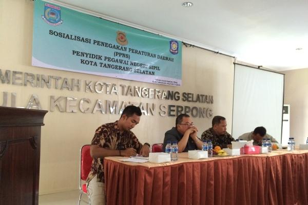 PNS menggelar sosialisasi Perda di Kecamatan Serpong. (man)