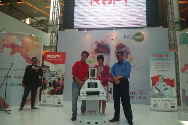 Peluncuran Robot Pintar ROPI di Living World Alam Sutera. (bd)