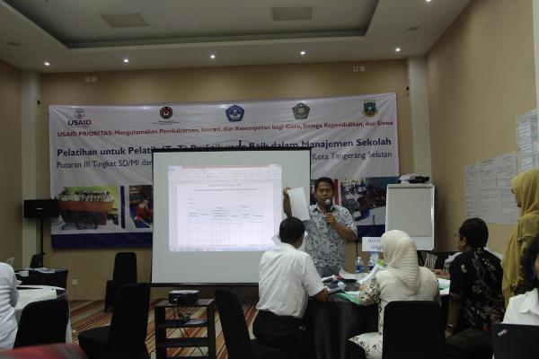 Ahmad Mardiyanto Praseatyo memaparkan pentingnya supervisi informal kepala sekolah bagi penilaian kinerja guru. (ist)