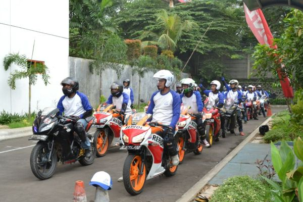 Anggota CBR Tangerang Club mengikuti pelatihan Safety Riding. (ist)