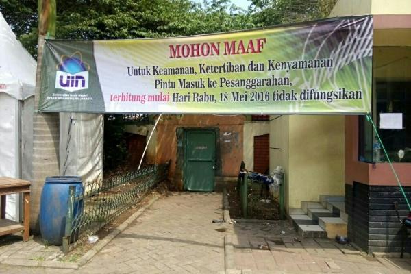 Pintu masuk kampus UIN Jakarta yang ditutup pihak kampus per 18 Mei ini. (ist)