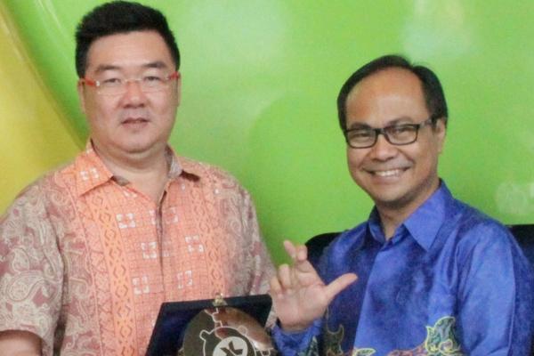 Perwakilan XL dan Bhinneka.com usai deklarasi kesepakatan kerjasama. (ist)
