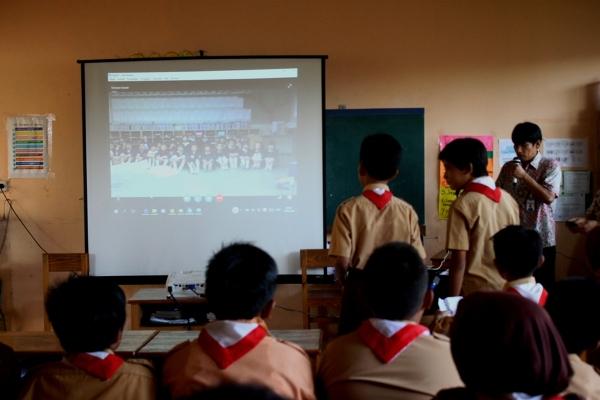 Suasana teleconference murid SD Hikari dan sekolah di Jepang. (ata)