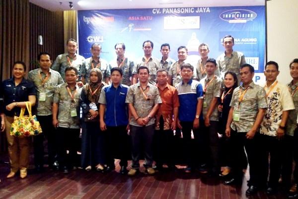 Para pengurus dan anggota ACE Banten saat acara launching. (bd)