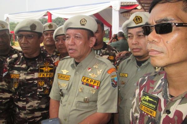 Muslim Barlian (tengah) bersama anggota FKPPI Kota Tangsel. (hen)