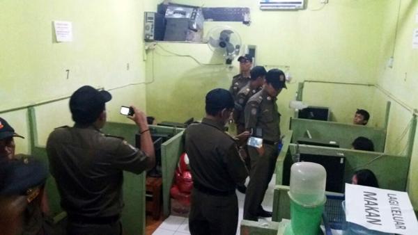 Jam Operasional Warnet Mulai Diawasi