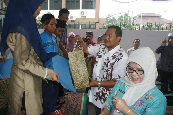 Kegiatan santunan Koperasi Abdi Kerta Raharja Kabupaten Tangerang. (eni)