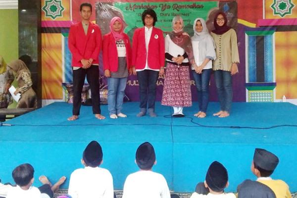 Kegiatan mahasiswa Mercu Buana di asrama Bina Ummat Bintaro. (bd)