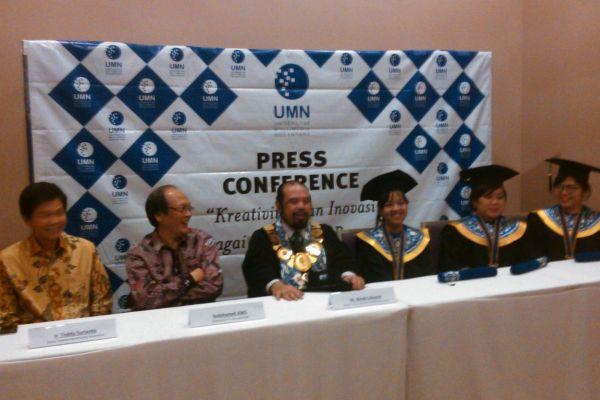 Perwakilan UMN memberikan keterangan kepada wartawan. (bung)