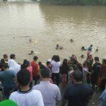 Warga Babakan Keramas Massal di Sungai Cisadane