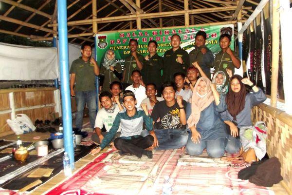 Anggota GM Warga Jaya Indonesia foto bersama usai halal bihalal. (day)