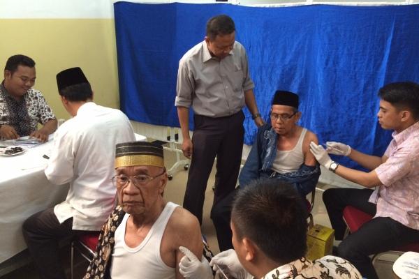Jamaah haji asal Tangsel menjalani pemeriksaan kesehatan di RS IMC Bintaro. (she)