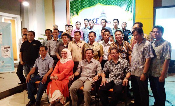 Para pengurus ACE Banten serta anggota foto bareng di acara Halal Bihalal (bd)