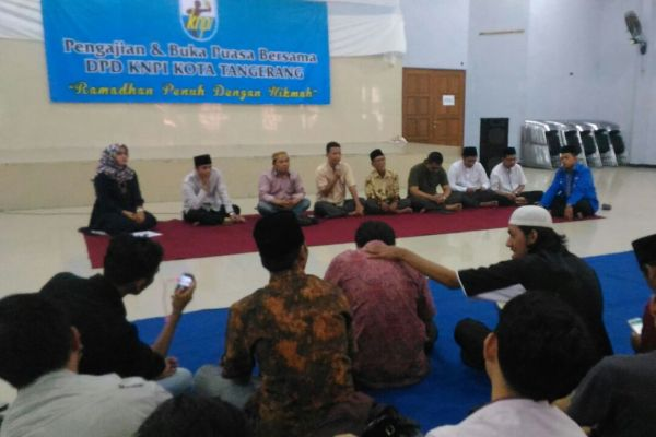 Kegiatan pengajian dan buka puasa KNPI Kota Tangerang. (nai)
