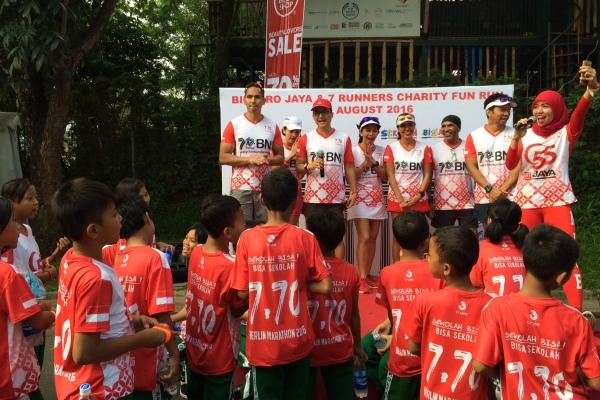 Meriah, kegiatan 3K Bintaro Jaya & 7 Runners Charity Fun Run yang digelar di CFD Bintaro. (nad)