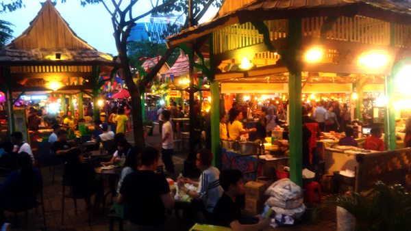 Suasana arena Fstival Kuliner Serpong di SMS yang mengangkat kuliner khas JAwa Timur. (bd)