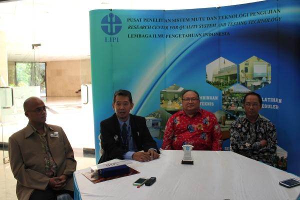 Kepala P2SMTP Agus Fanar (kedua kiri), Wakil Kepala LIPI dan Kepala LAPAN memberikan keterangan kepada wartawan. (nad)