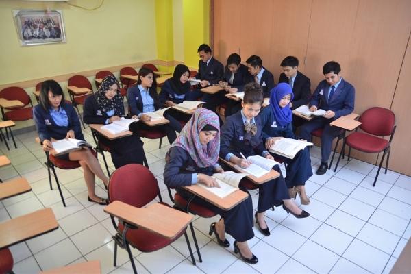 Mahasiswa LP3i sedang mengikuti perkuliahan. (ist)
