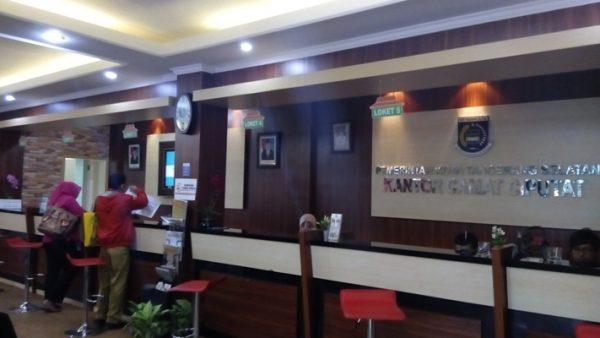 Ruang pelayanan di Kantor Kecamatan Ciputat. (one)