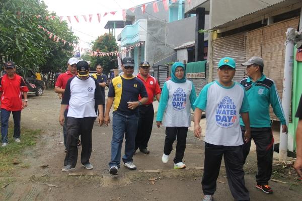 Dipimpin Kepala DBMSDA Retno Prawati melakukan pemantauan di Lomba Bersih Drainase. (ist)
