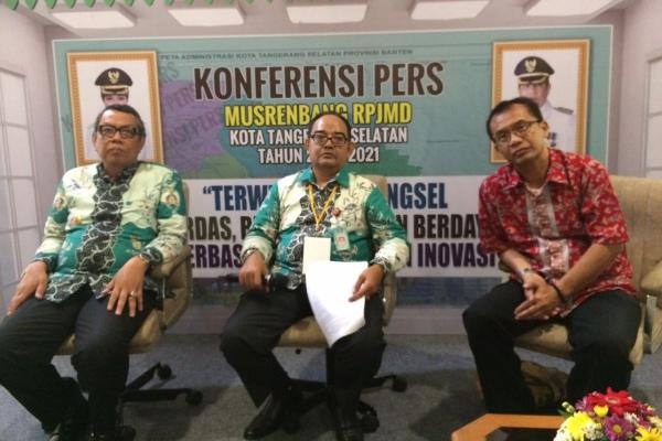 Wakil Walikota dan Kepala Bappeda saat konferensi pers. (nad)